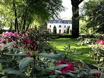 Pałac Bagatela z parkiem